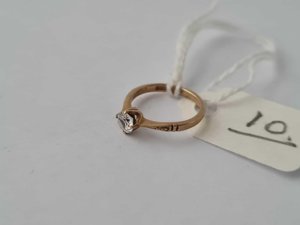 A tiny antique ring 9ct with single stone - Image 2 of 2