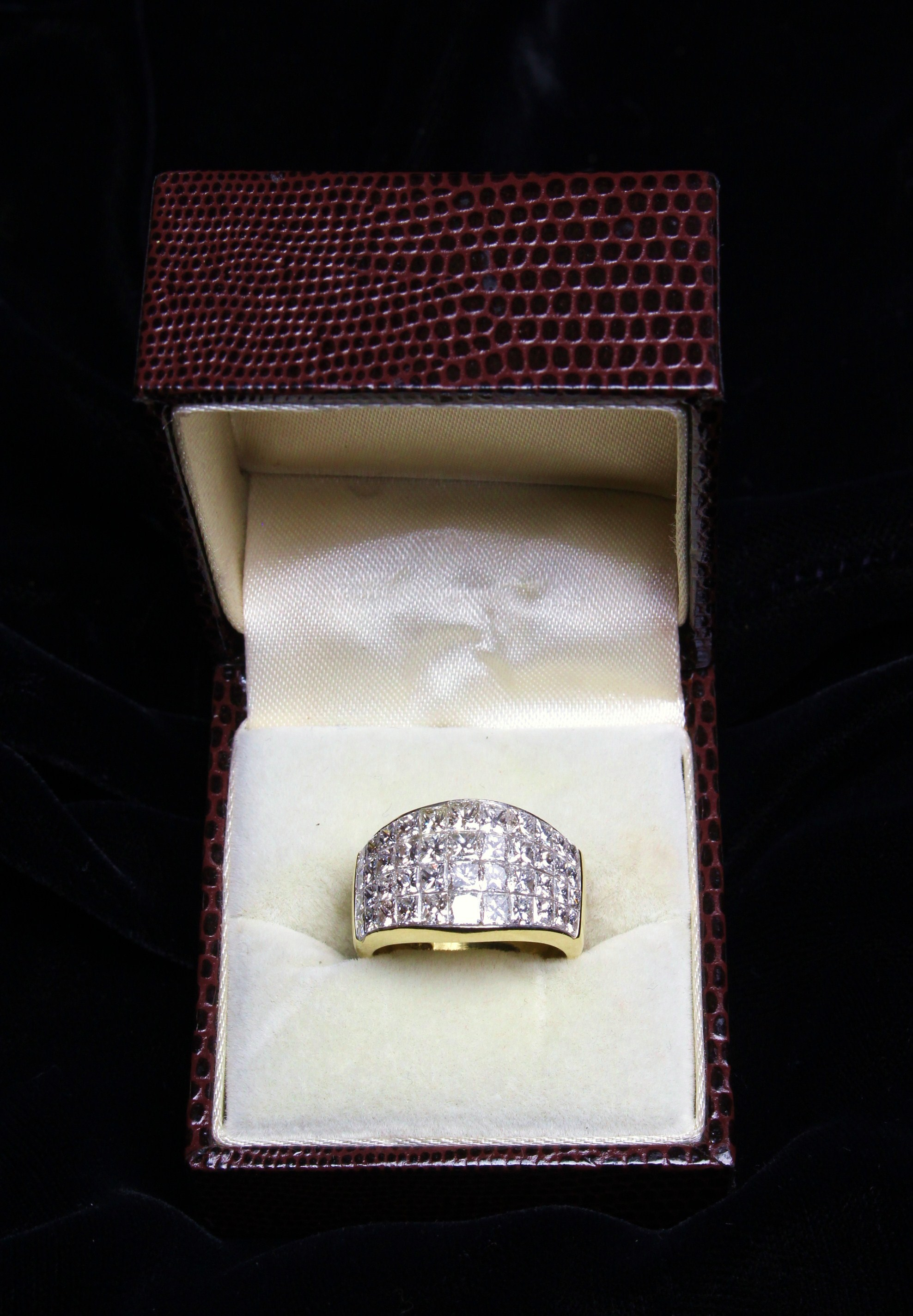 An Impressive Lady's 14ct Yellow Gold Ring, - Image 2 of 7