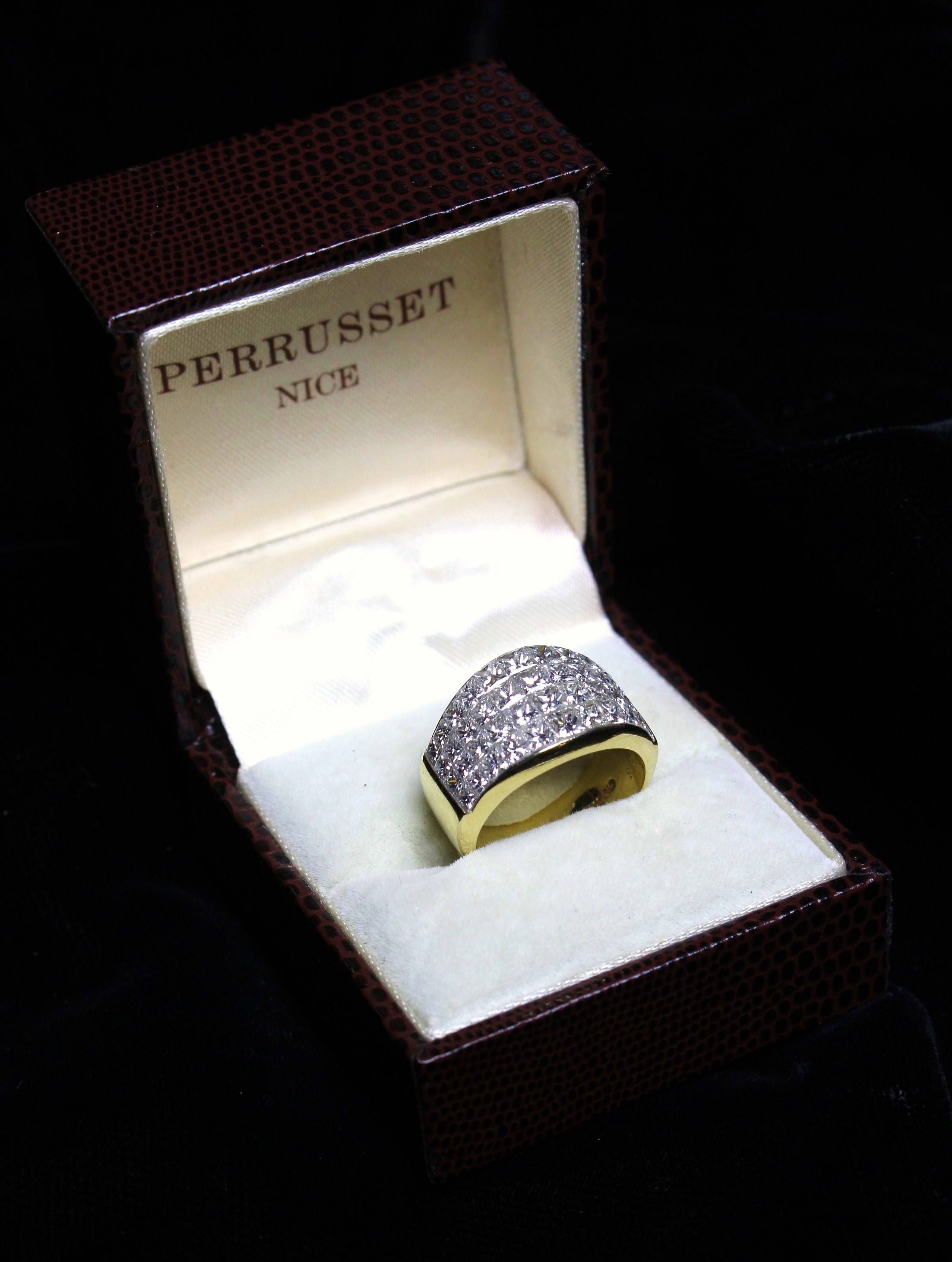 An Impressive Lady's 14ct Yellow Gold Ring, - Image 4 of 7
