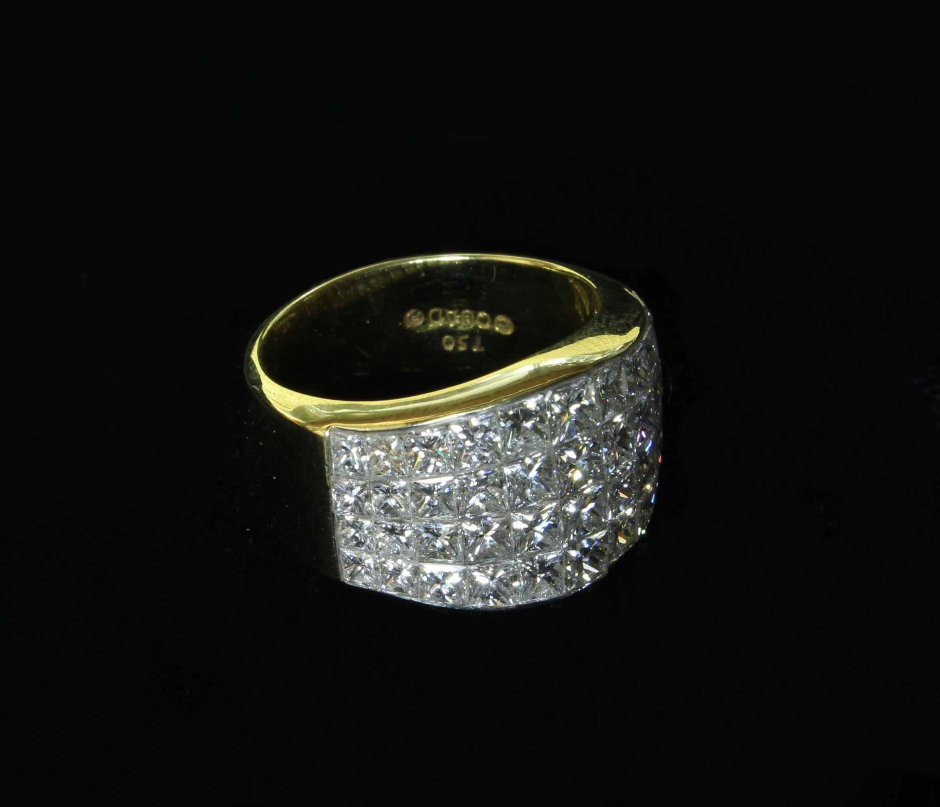 An Impressive Lady's 14ct Yellow Gold Ring,