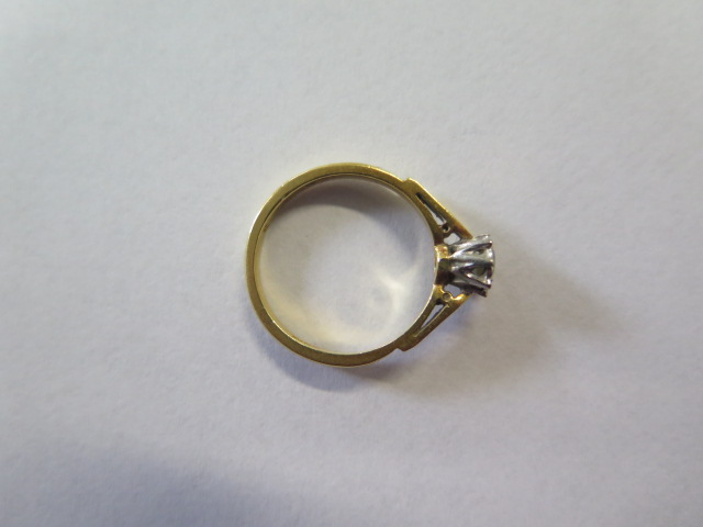 An 18ct diamond illusion set solitaire ring, size M, approx 3 grams, in good condition, marked 18ct - Image 3 of 3