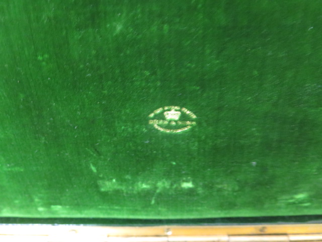 A Drew and Son early 20th century leather jewellery box with Braham lock, no key but good condition, - Image 3 of 5