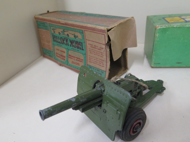 Military diecast to include Astra anti-aircraft gun, round base searchlight, fort gun and bulloch - Image 2 of 8