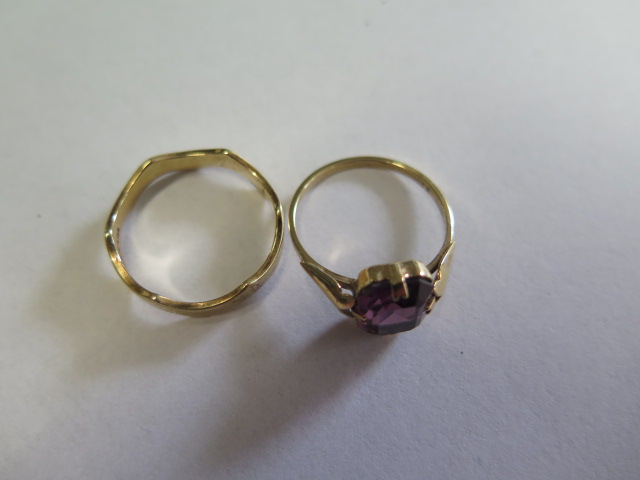 Two 9ct gold rings, sizes N and P, approx 3.9 grams, both generally good with some small wear - Image 2 of 2
