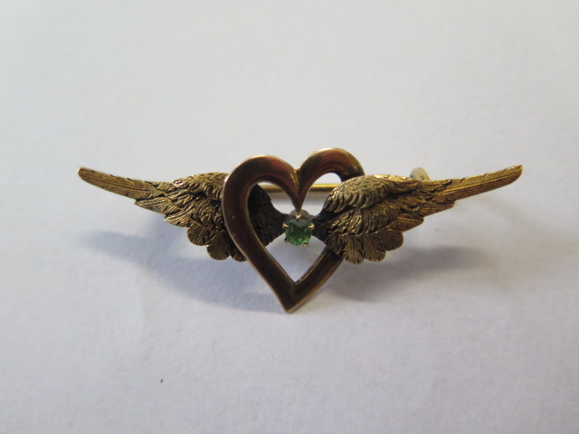 A 15ct yellow gold sweetheart brooch, 4.5cm long, approx 5.3 grams, marked 15, generally good