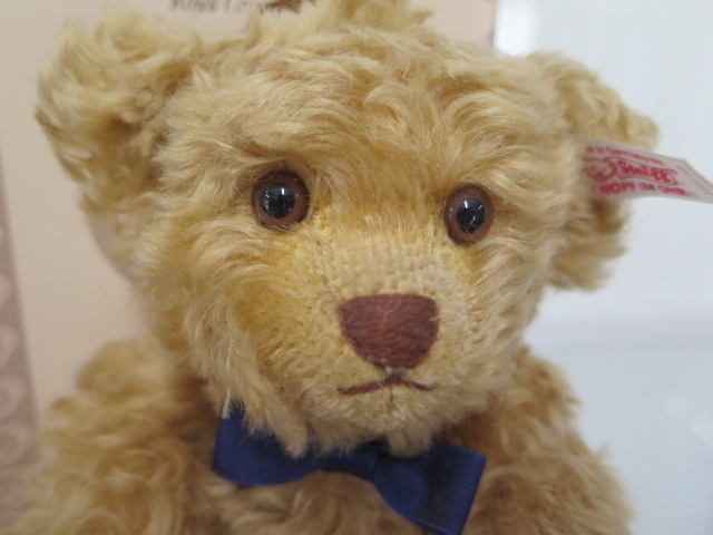 A Steiff Royal Crown Derby bear, mohair, 24cm tall, Limited Edition number 656 of 2000, boxed with - Image 3 of 3