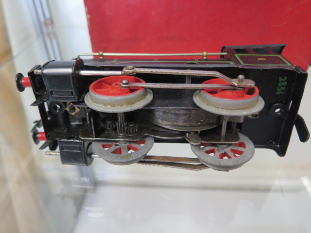 A boxed Hornby 0 gauge tin plate clockwork No 501 loco, tender has had replacement coupling - Image 4 of 5