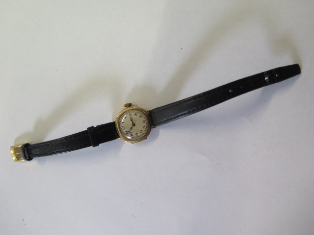 A 9ct yellow gold manual wind wristwatch on leather strap, 2cm wide, not working, total weight