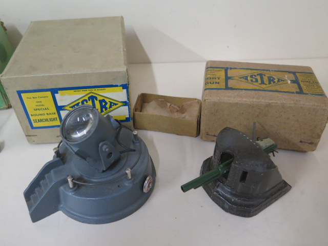 Military diecast to include Astra anti-aircraft gun, round base searchlight, fort gun and bulloch - Image 4 of 8