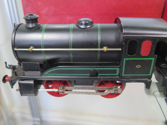 A boxed Hornby 0 gauge tin plate clockwork No 501 loco, tender has had replacement coupling - Image 2 of 5