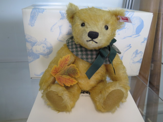 A Steiff Maple (Club bear 2016), 27cm tall, mohair, Limited edition number 306, boxed with