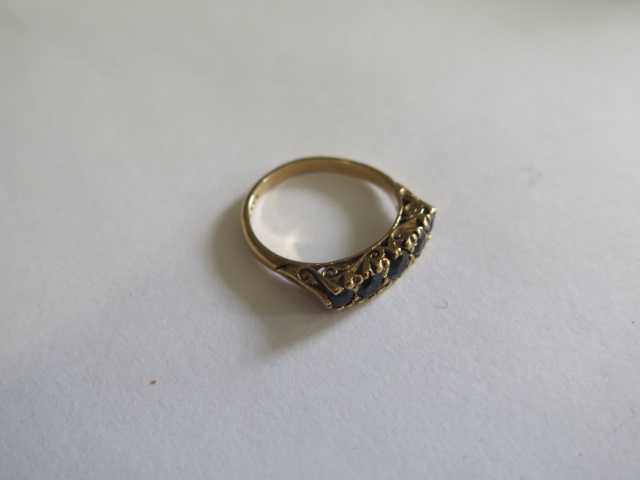 A hallmarked 9ct yellow gold five stone ring, possibly dark sapphires, size O, in good condition - Image 2 of 3