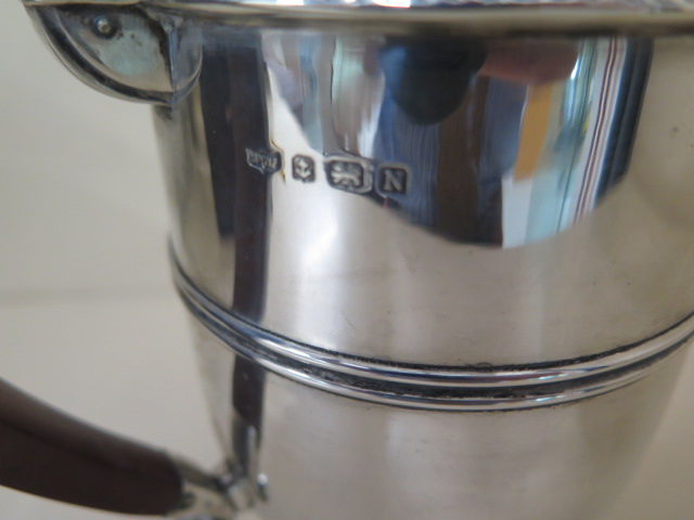 A Mappin and Webb silver pot with insert, Birmingham 1937/38, 18cm tall, approx 14.9 troy oz large - Image 5 of 6
