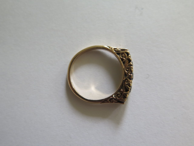 A hallmarked 9ct yellow gold five stone ring, possibly dark sapphires, size O, in good condition - Image 3 of 3