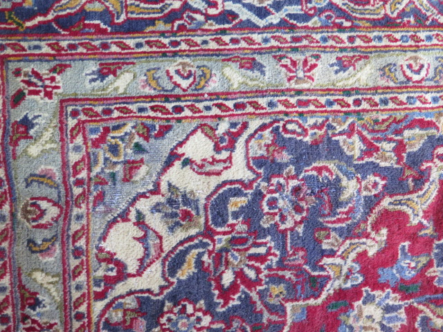 A rich red ground hand woven woollen full pile Persian Kashan carpet with traditional floral - Image 4 of 8