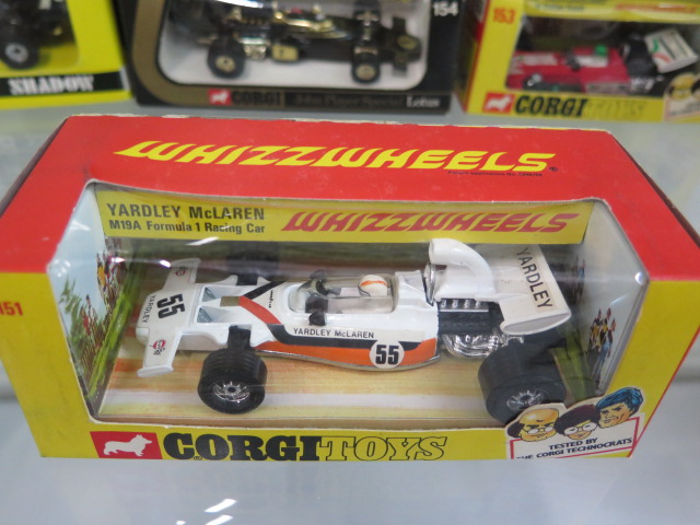 10 Corgi diecast model Formula 1 racing cars, Yardley McLaren M19AF1, Ferrari 312 B2, TS 9B Team - Image 5 of 6