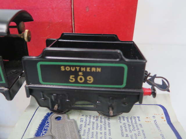 A boxed Hornby 0 gauge tin plate clockwork No 501 loco, tender has had replacement coupling - Image 3 of 5