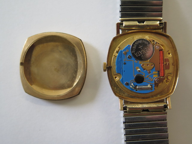 A hallmarked 9ct yellow gold Bulova quartz date wristwatch, 30mm wide on a plated strap, in - Image 4 of 4