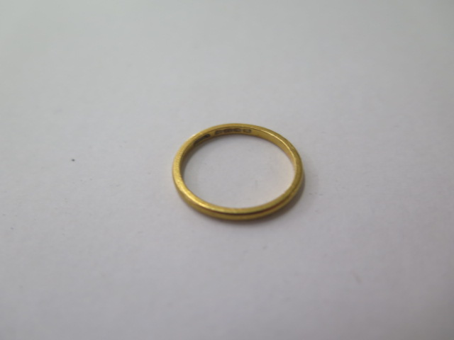A hallmarked 22ct yellow gold band ring, size L, approx 1.8 grams