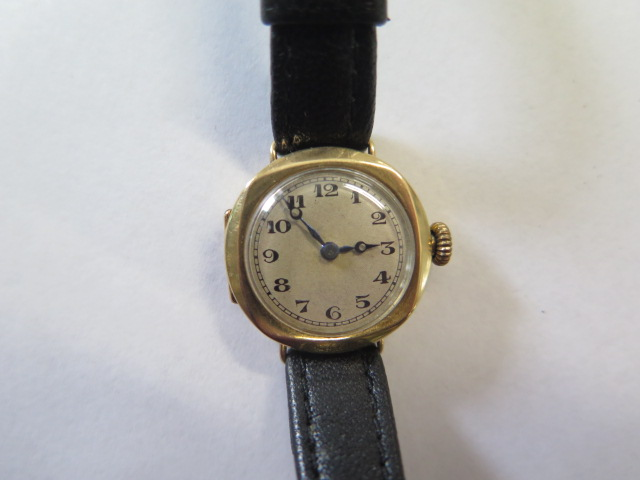 A 9ct yellow gold manual wind wristwatch on leather strap, 2cm wide, not working, total weight - Image 2 of 3