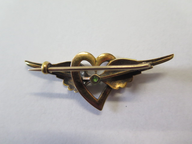 A 15ct yellow gold sweetheart brooch, 4.5cm long, approx 5.3 grams, marked 15, generally good - Image 2 of 2