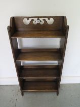 A decorative 1920s oak bookcase, 92cm tall x 46cm x 15cm, in good polished condition