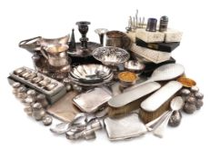 A mixed lot, comprising silver items: two mugs, three cigarette cases, a pair of salt cellars, a
