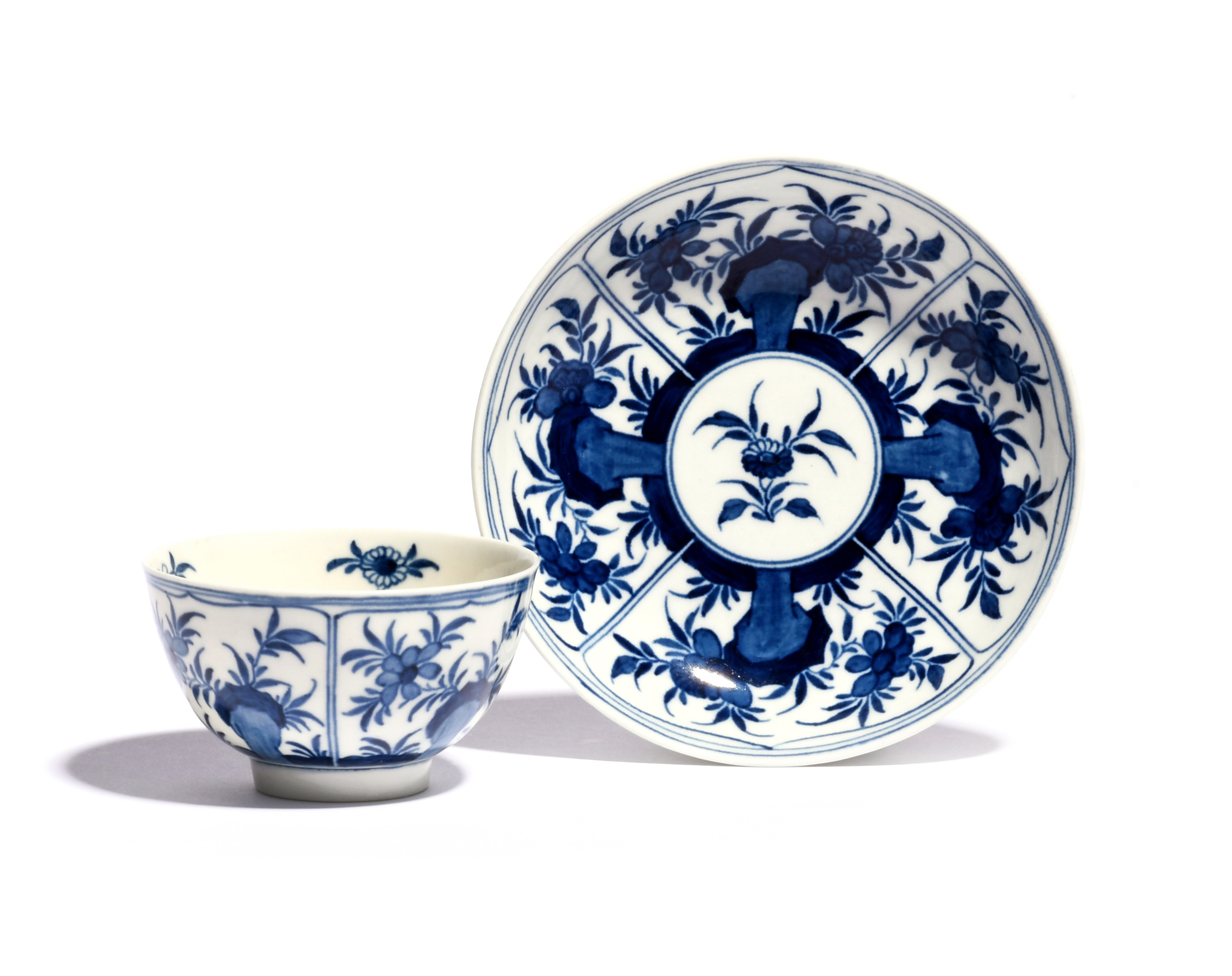 A Worcester blue and white teabowl and saucer c.1770-72, painted with the Floral Arcade pattern,