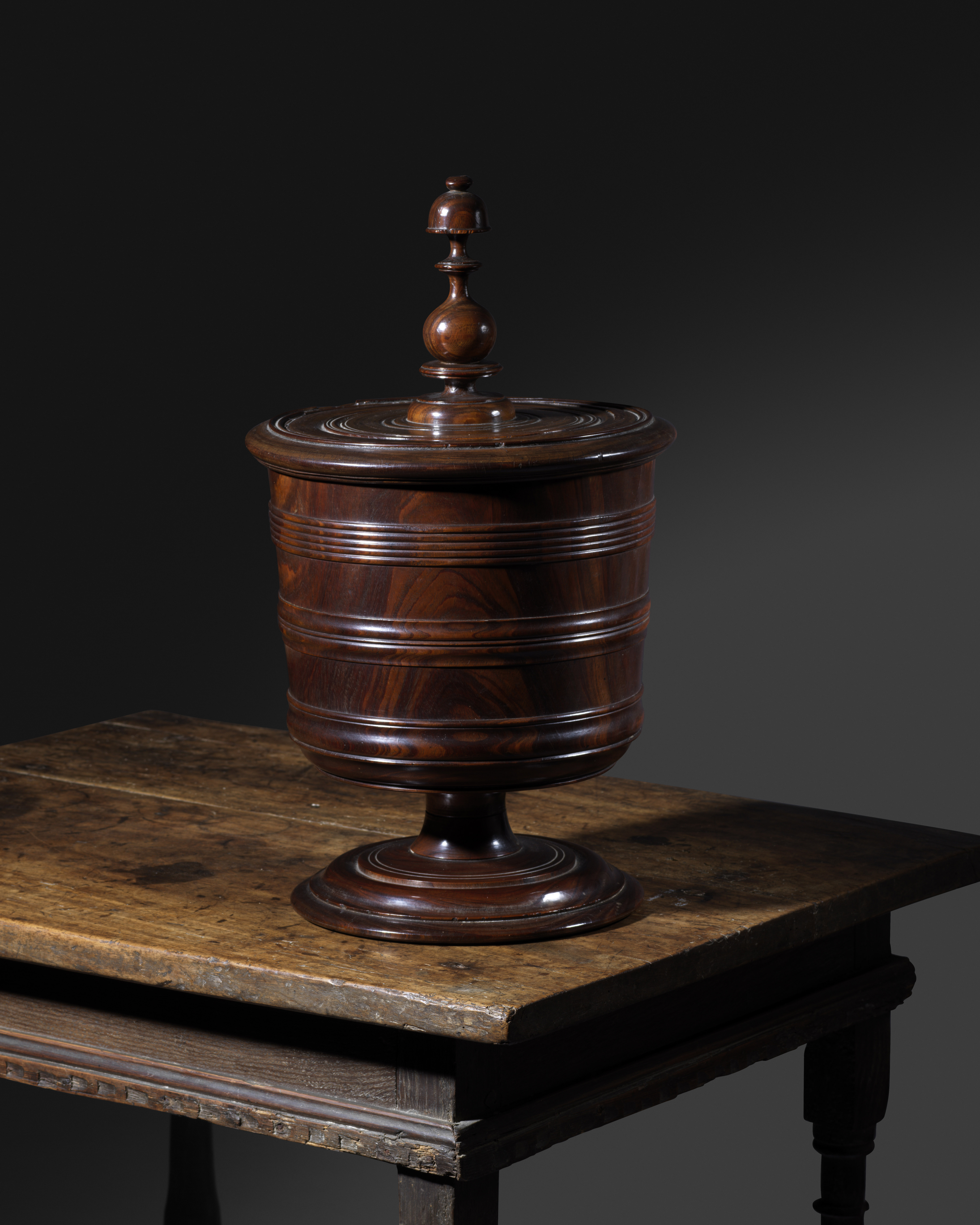 A FINE CHARLES II LIGNUM VITAE WASSAIL BOWL AND COVER C.1660-70 the lid with a turned cup and