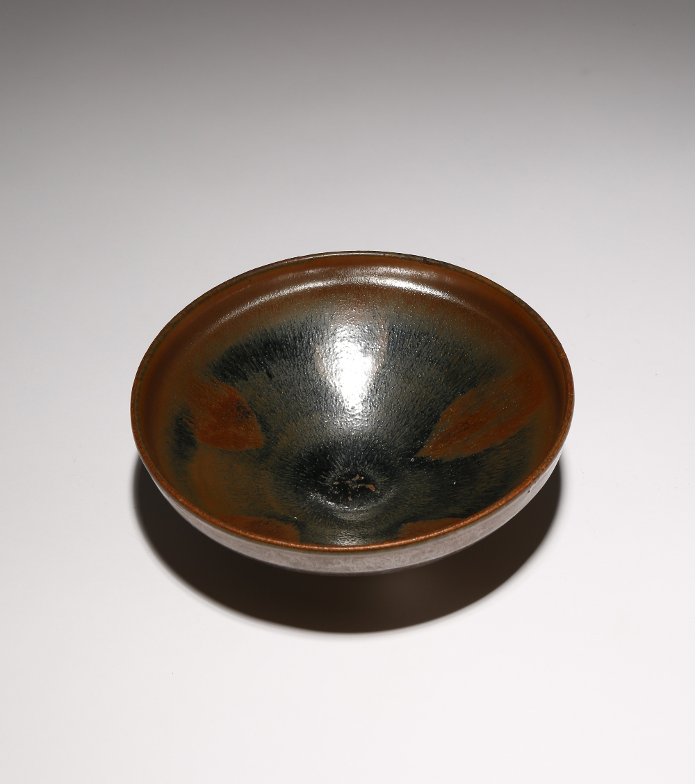 A CHINESE JIAN BOWL SONG DYNASTY Decorated in a 'hare's fur' glaze with brown streaks draining - Image 2 of 2