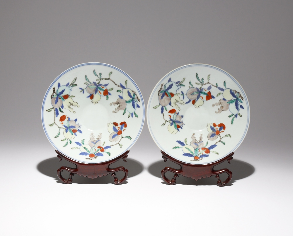 A PAIR OF CHINESE WUCAI 'SAN DUO' BOWLS LATE QING DYNASTY The flaring bodies raised on short