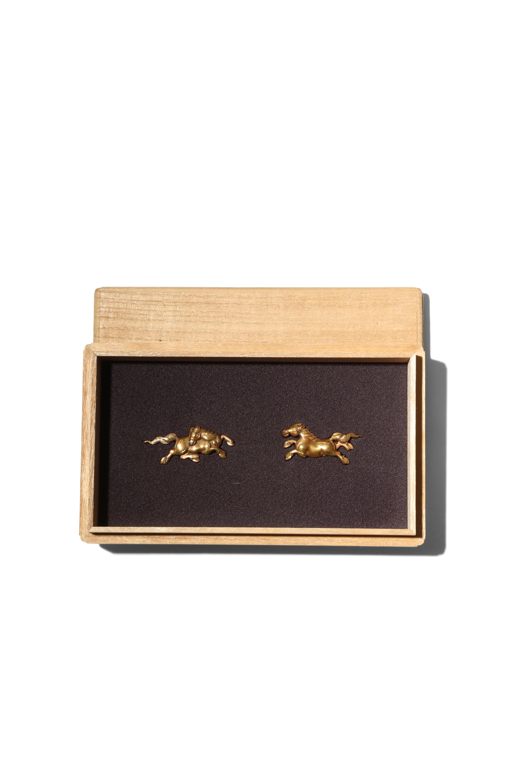 A PAIR OF JAPANESE YANAGAWA SCHOOL GOLD MENUKI EDO PERIOD, 19TH CENTURY Modelled as prancing horses,