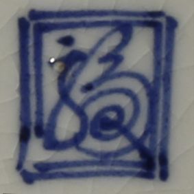 THREE JAPANESE PORCELAIN VESSELS EDO PERIOD, 18TH AND 19TH CENTURY One shaped as a cup stand with - Image 5 of 5