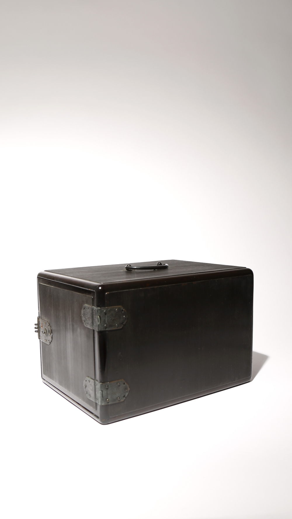 A JAPANESE BLACK LACQUER INRODANSU MEIJI PERIOD, 19TH CENTURY The inro box of typical rectangular - Image 2 of 3