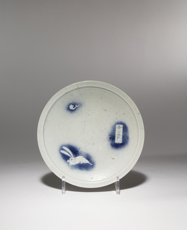 A JAPANESE SHOKI-IMARI DISH EDO PERIOD, C.1630-40 The well decorated in underglaze cobalt blue - Image 2 of 2