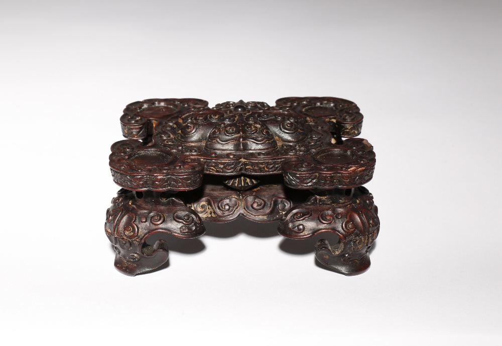 A CHINESE WOOD STAND QING DYNASTY Carved with four ruyi-heads radiating from a raised quatrefoil