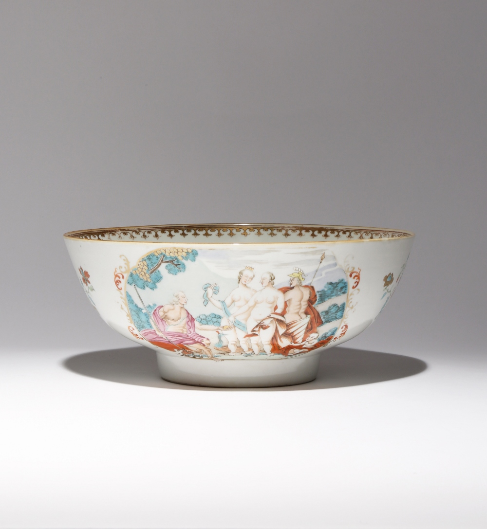A CHINESE FAMILLE ROSE 'JUDGEMENT OF PARIS' BOWL 18TH CENTURY The U-shaped body painted with two