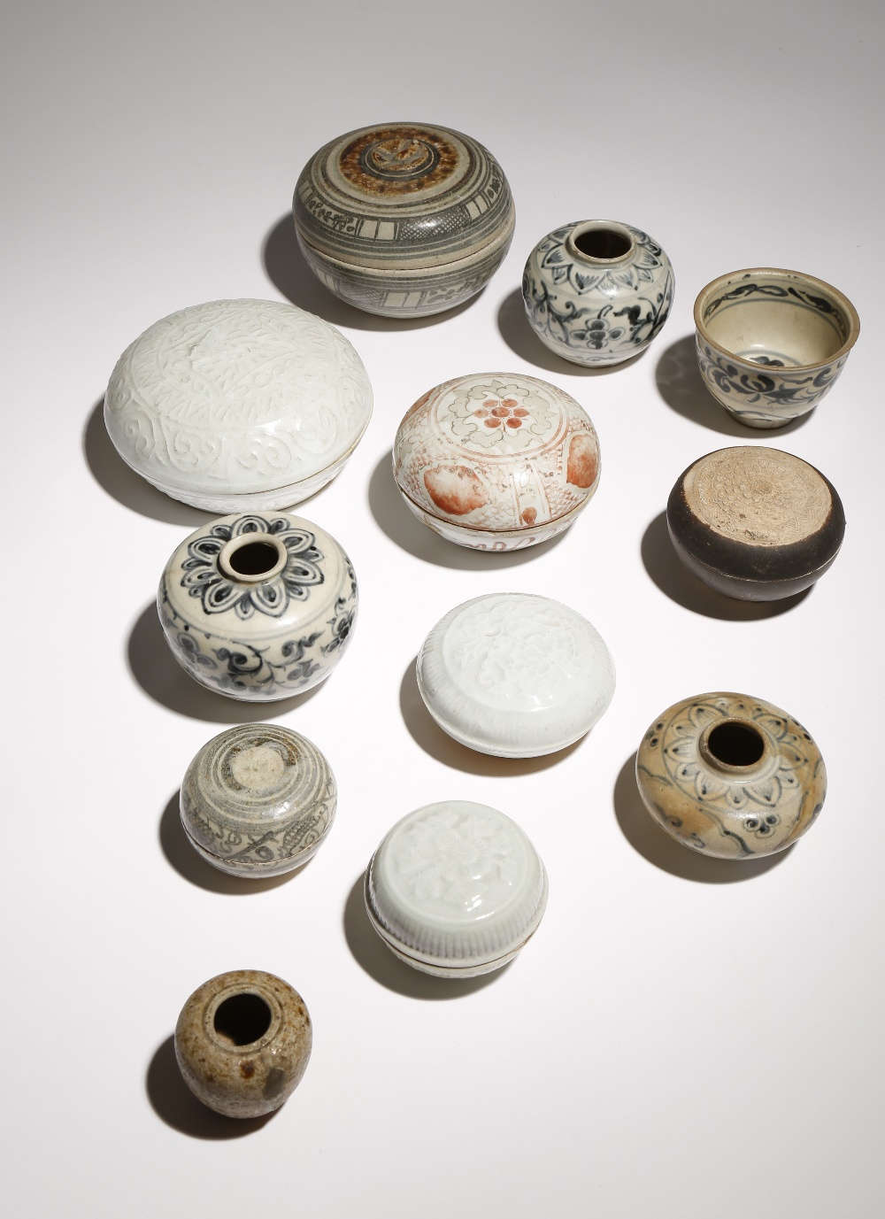 A SMALL GROUP OF SOUTHEAST ASIAN CERAMIC ITEMS 15TH CENTURY AND LATER Comprising: seven circular