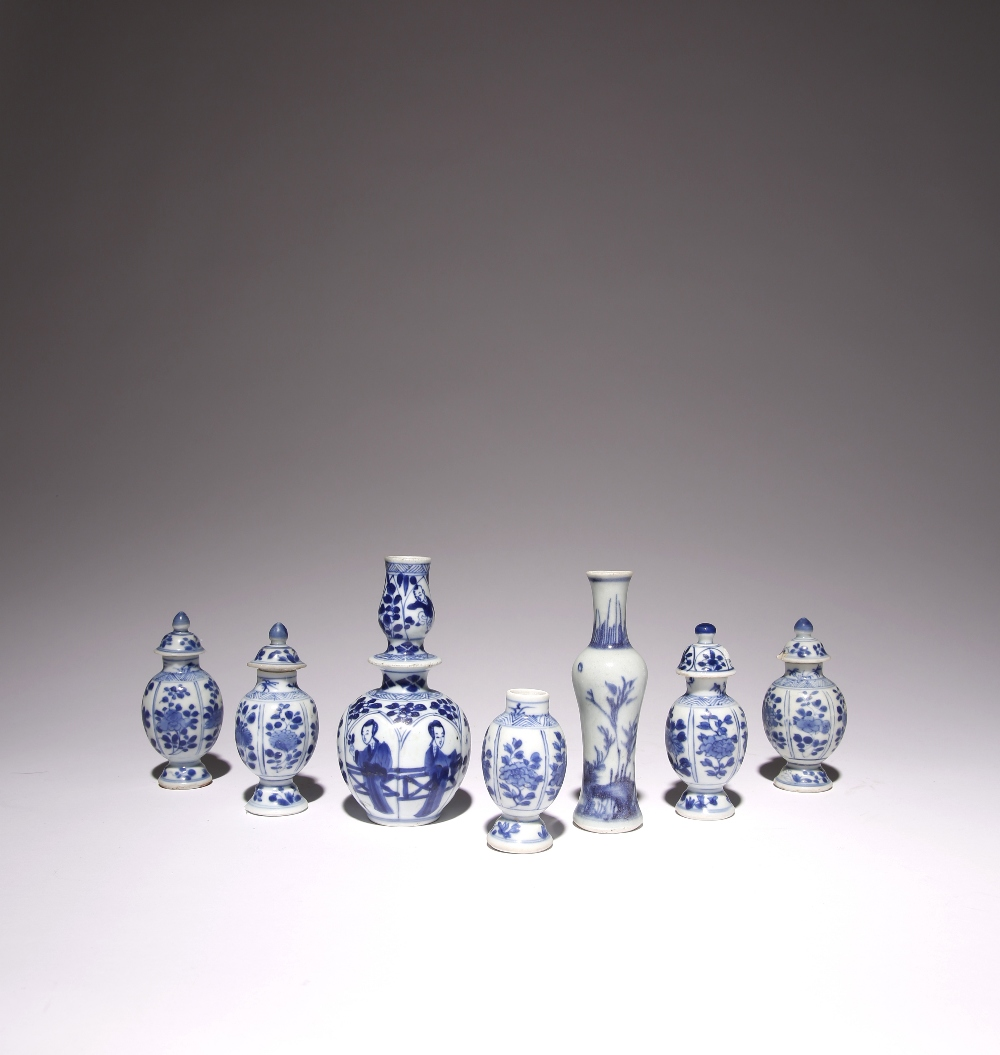 SEVEN MINIATURE CHINESE BLUE AND WHITE VASES 17TH CENTURY Comprising: one with a raised band to