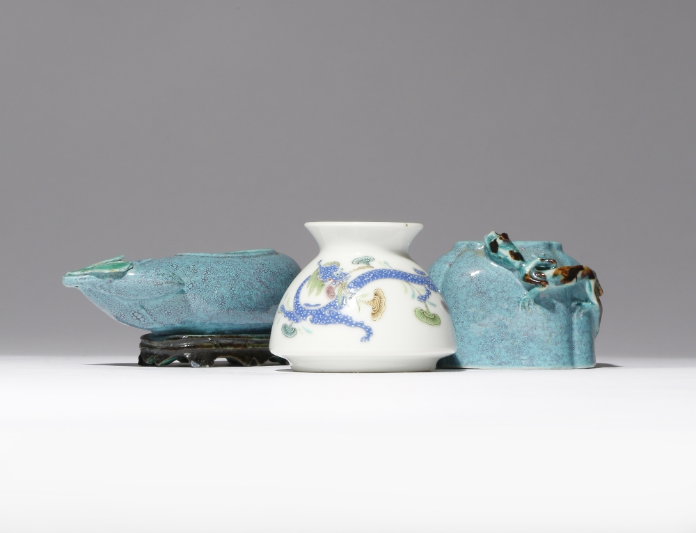 THREE SMALL CHINESE PORCELAIN VESSELS FOR THE SCHOLAR'S STUDIO LATE QING DYNASTY/REPUBLIC PERIOD