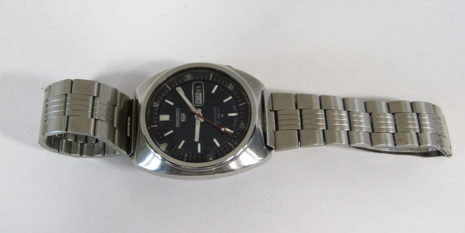 Seiko 5 automatic gents wristwatch, stainless steel case work, black dial with day date aperture - Image 2 of 3