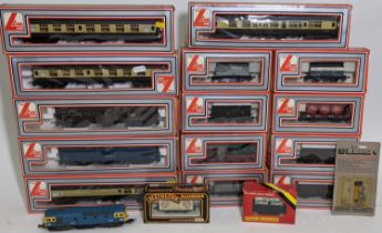 Boxful of model rail boxed rolling stock comprising 4 coaches in chocolate and cream livery