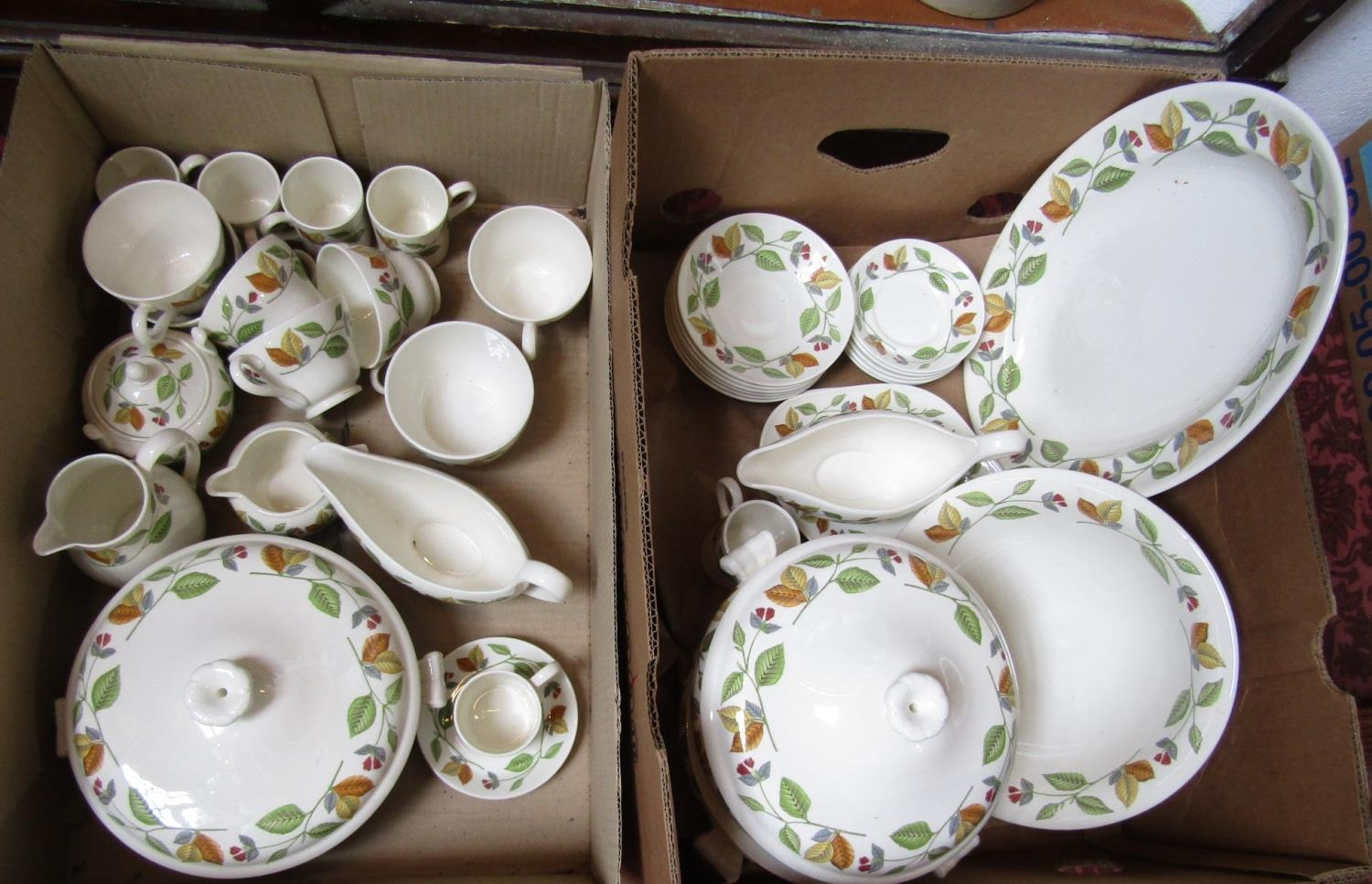 A collection of Wedgwood New Forest pattern wares comprising three two handled tureens and covers, - Bild 2 aus 2