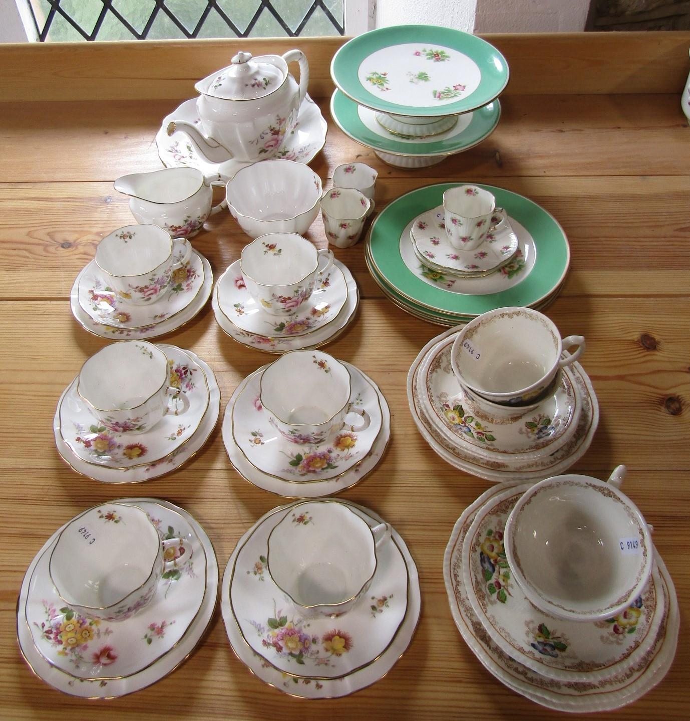 A collection of Royal Crown Derby - Derby Posies pattern tea wares comprising teapot, milk jug, - Bild 2 aus 2