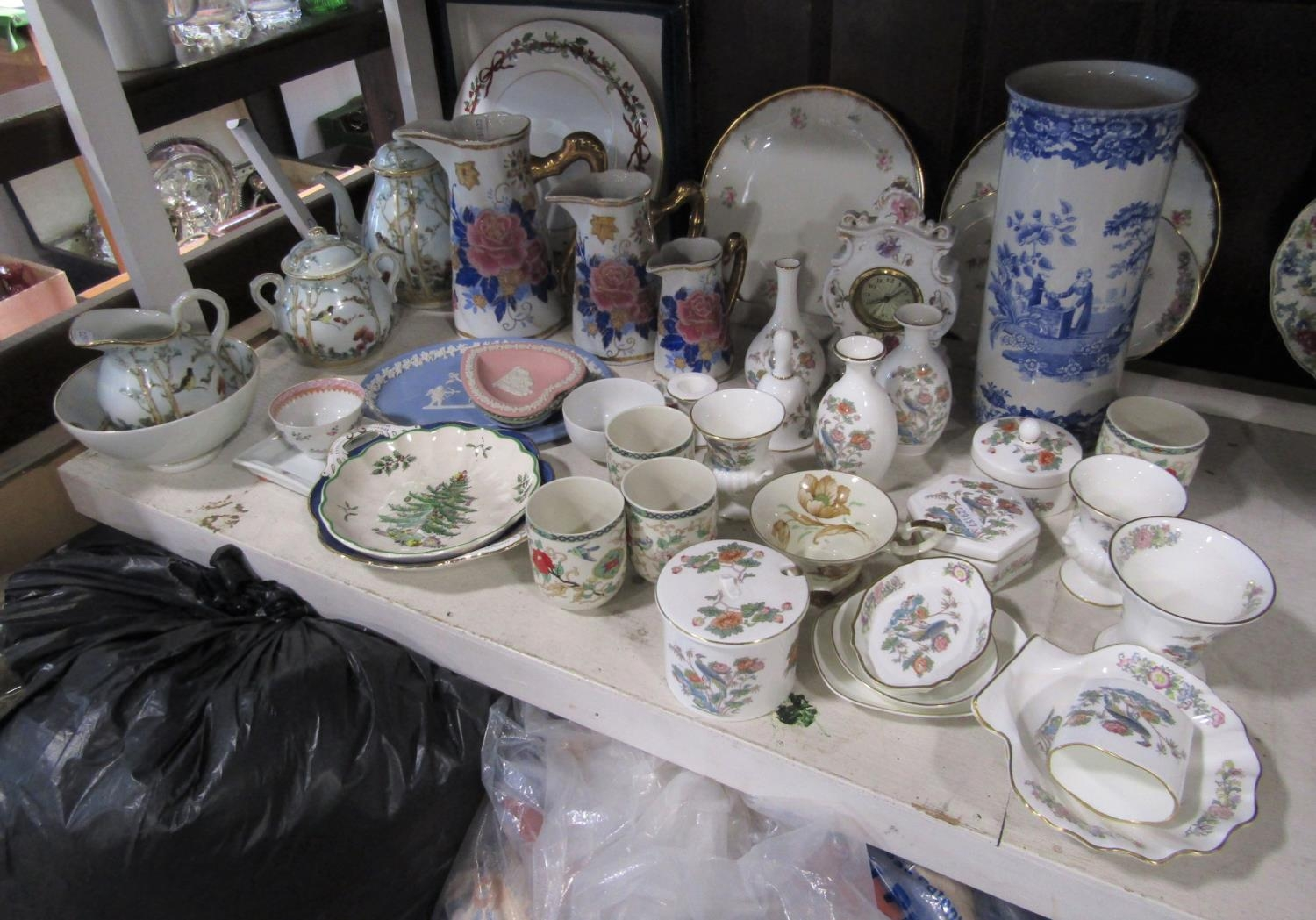 A collection of decorative ceramics including a Spode blue room collection girl at well pattern blue - Bild 2 aus 2