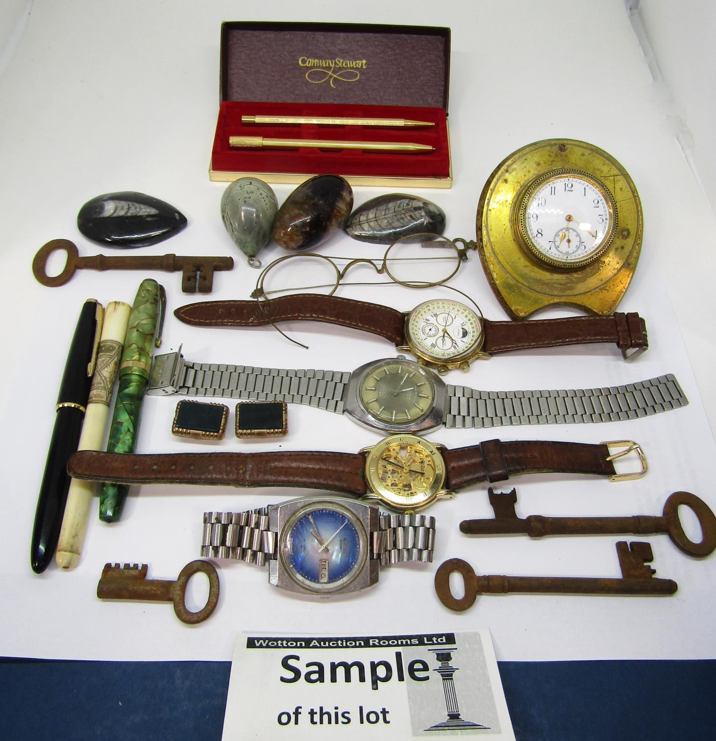 Mixed collection of watches to include a vintage Seiko Automatic TV Dial watch, with textured blue