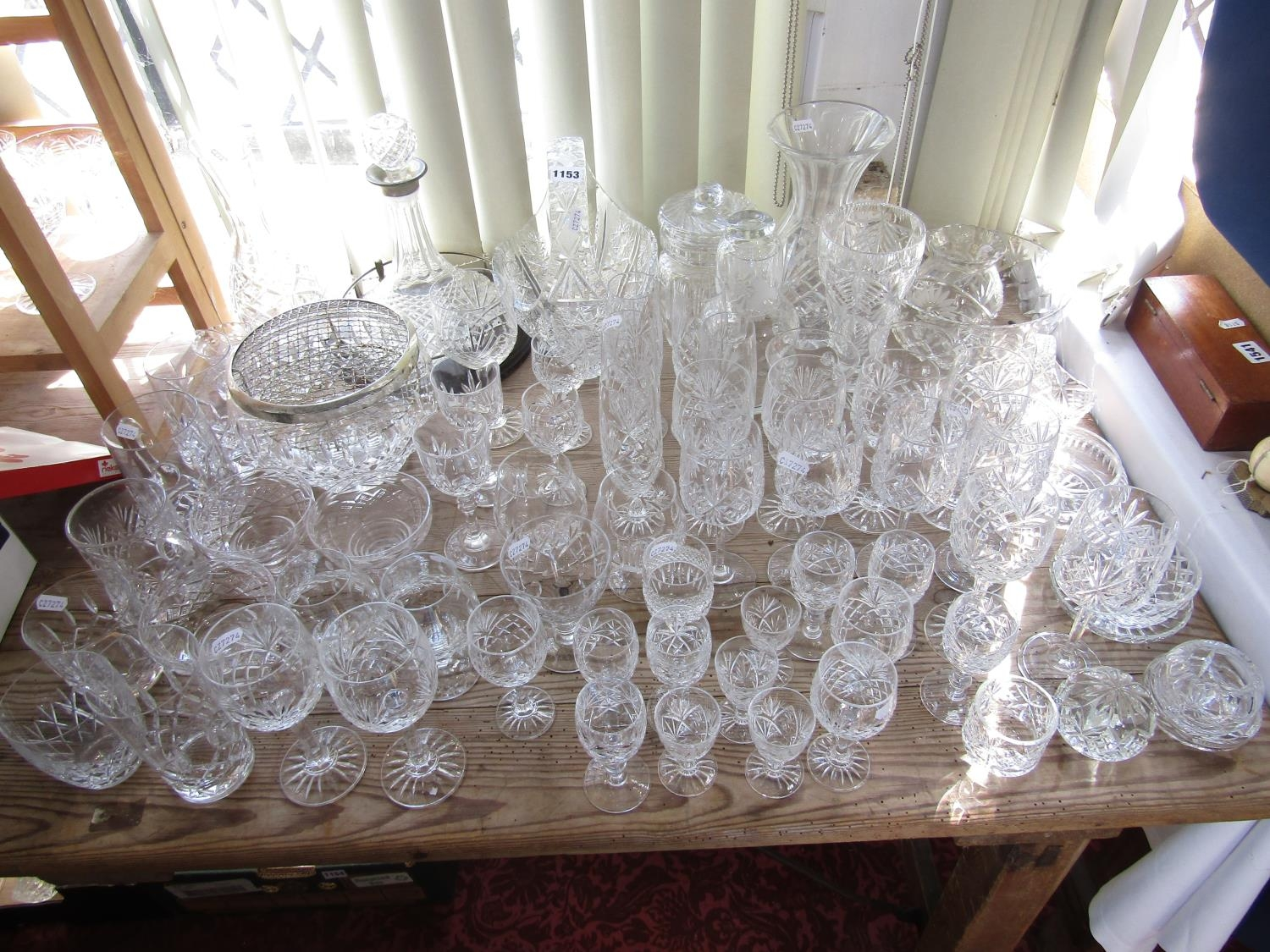 A large collection of cut glass to include goblets, decanters, bowls, together with a small - Bild 2 aus 2