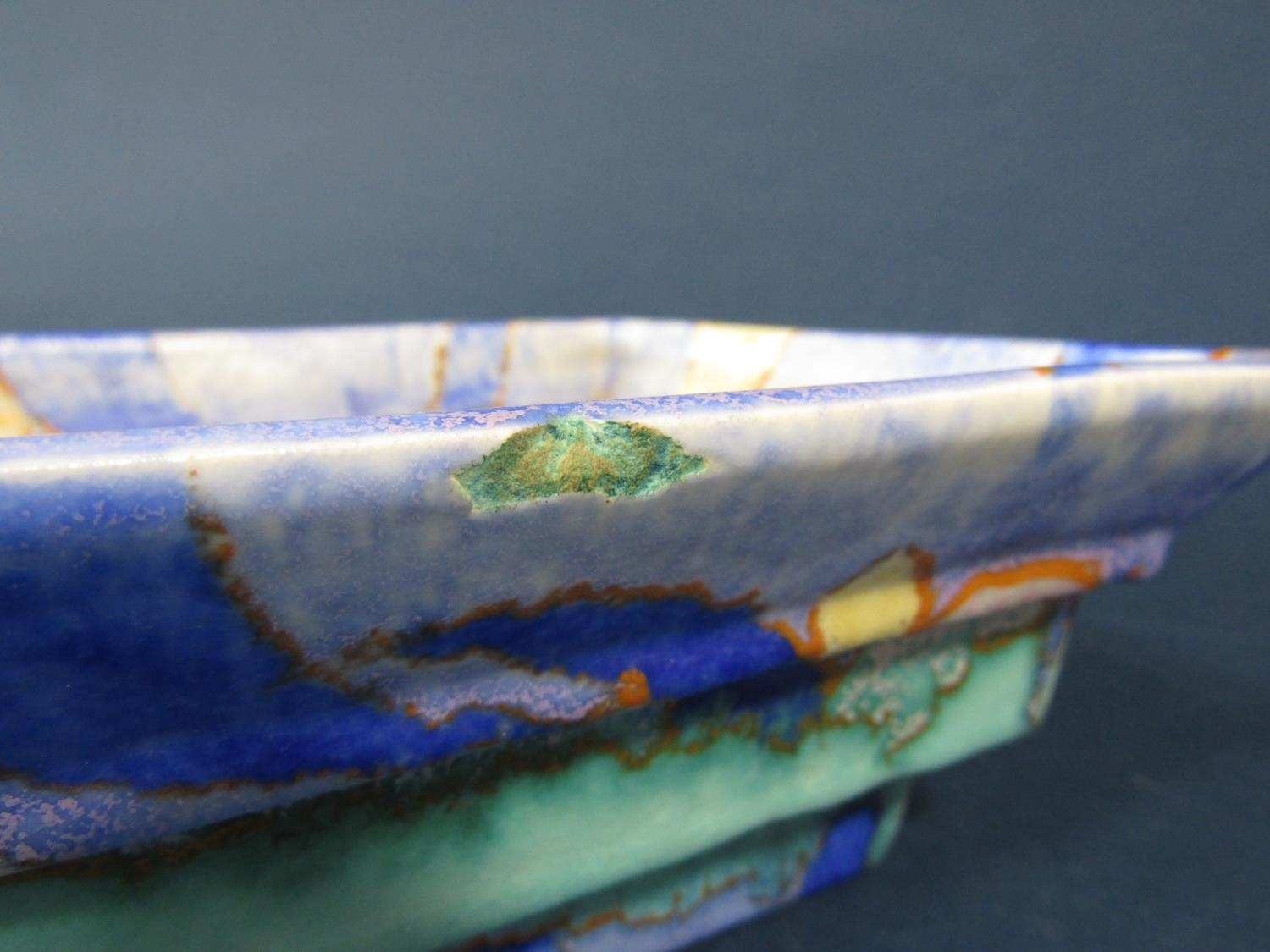 A Clarice Cliff Bizarre bowl of four sided stepped form with mottled turquoise blue and gold - Bild 3 aus 3