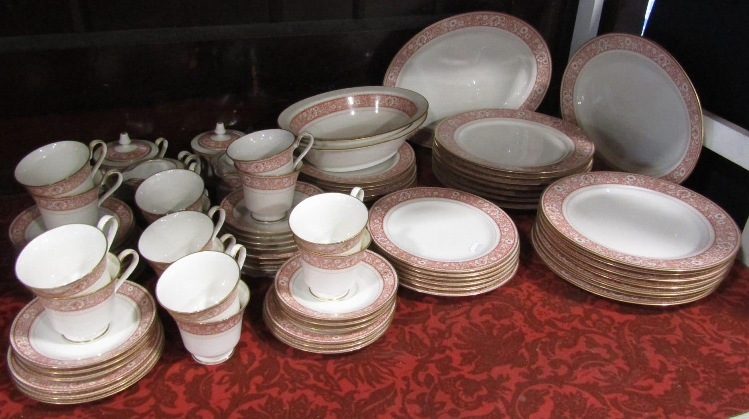 A quantity of contemporary Noritake wares with printed floral border comprising pair of oval serving - Bild 2 aus 2
