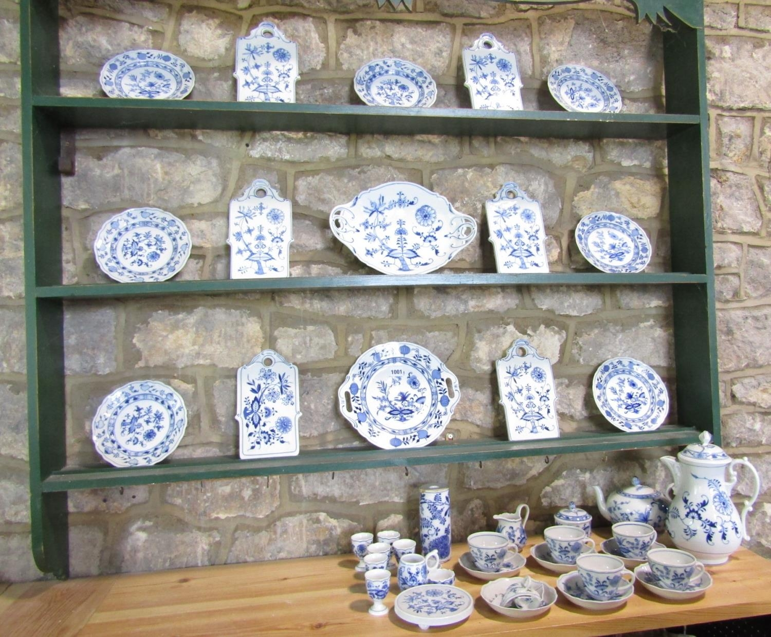 A quantity of German blue and white printed wares with stylised floral detail by Hutschenreuther, - Bild 2 aus 3